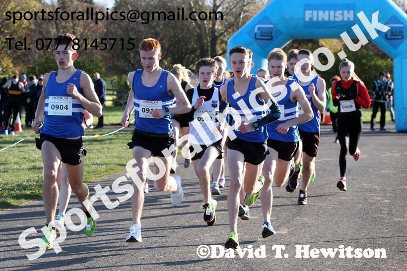 Mens and Womens 16s to under-20s Heaton Harriers Memorial Road Races, Newcastle. Photo:  David T. Hewitson/Sports for All Pics