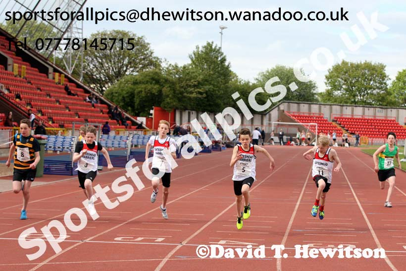 Boys under-13s 100 metres, North Eastern Champs, Gateshead Stadium. Photo: David T. Hewitson/Sports for All Pics