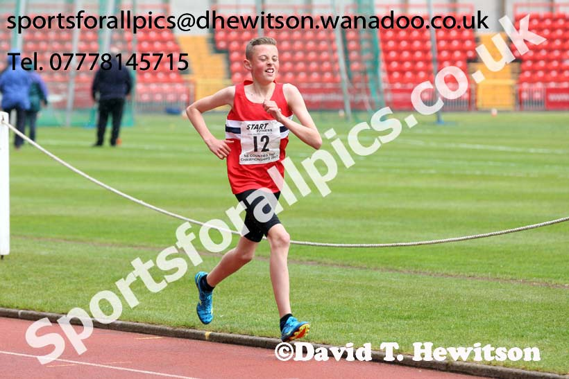 Boys under-13s 1500 metres, North Eastern Champs, Gateshead Stadium. Photo: David T. Hewitson/Sports for All Pics