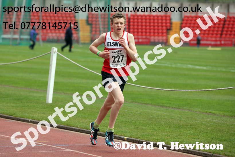 Boys under-15s 1500 metres, North Eastern Champs, Gateshead Stadium. Photo: David T. Hewitson/Sports for All Pics