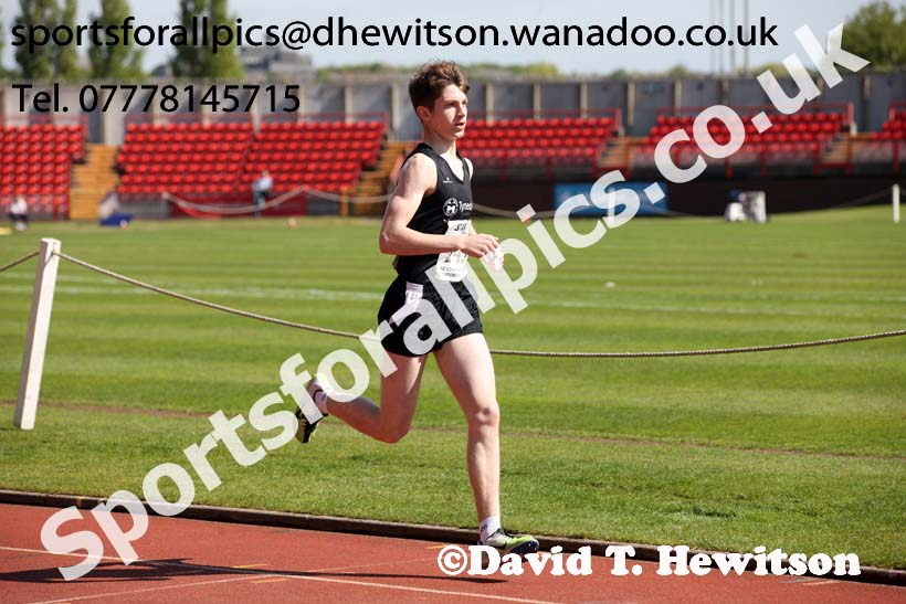 Boys under-15s 800 metres, North Eastern Champs, Gateshead Stadium. Photo: David T. Hewitson/Sports for All Pics