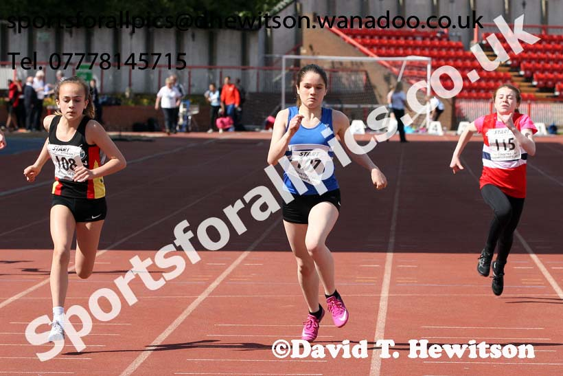 Girls under-13s 100 metres, North Eastern Champs, Gateshead Stadium. Photo: David T. Hewitson/Sports for All Pics