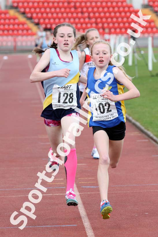 Girls under-13s 1500 metres, North Eastern Champs, Gateshead Stadium. Photo: David T. Hewitson/Sports for All Pics