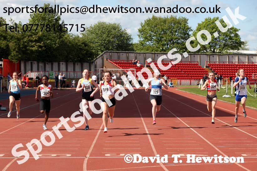 Girls under-15s 100 metres, North Eastern Champs, Gateshead Stadium. Photo: David T. Hewitson/Sports for All Pics