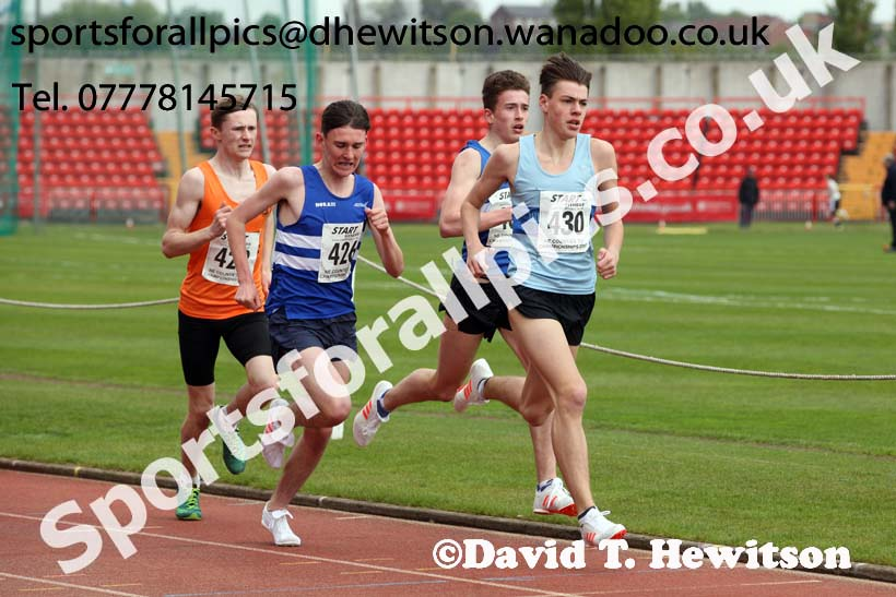 Mens under-17s 1500 metres, North Eastern Champs, Gateshead Stadium. Photo: David T. Hewitson/Sports for All Pics