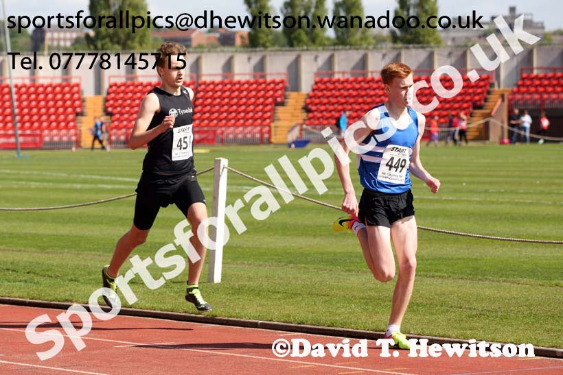 Mens under-17s 800 metres, North Eastern Champs, Gateshead Stadium. Photo: David T. Hewitson/Sports for All Pics