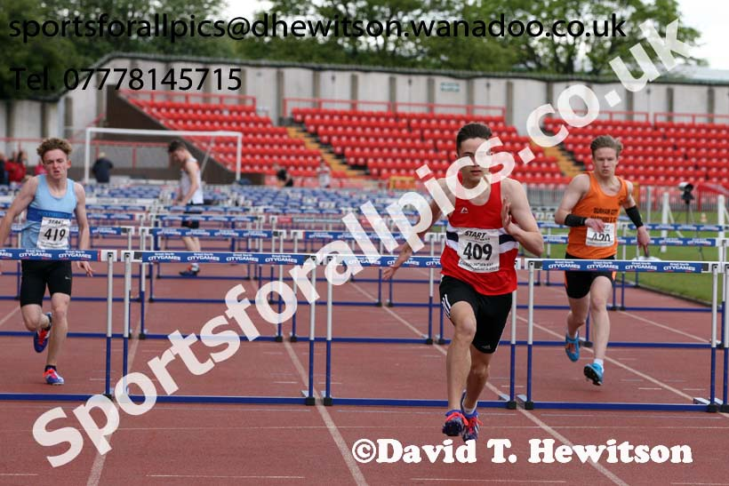Mens under-17s hurdles, North Eastern Champs, Gateshead Stadium. Photo: David T. Hewitson/Sports for All Pics