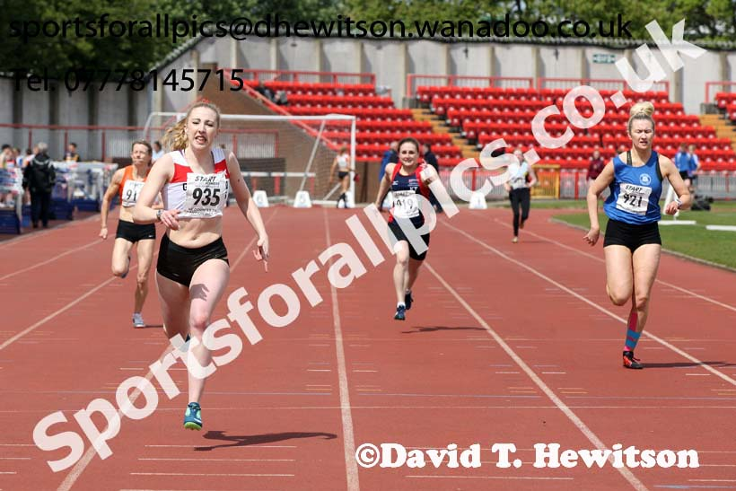 Womens senior 200 metres, North Eastern Champs, Gateshead Stadium. Photo: David T. Hewitson/Sports for All Pics