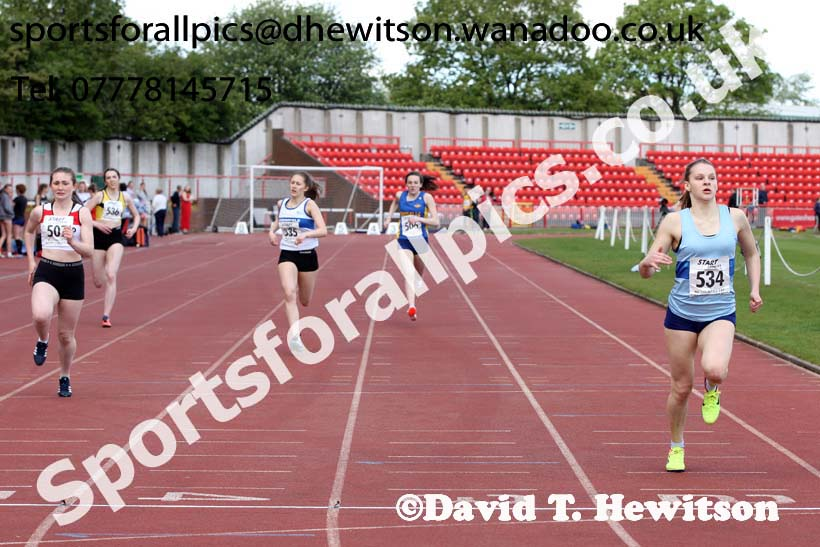 Womens under-17s 300 metres, North Eastern Champs, Gateshead Stadium. Photo: David T. Hewitson/Sports for All Pics