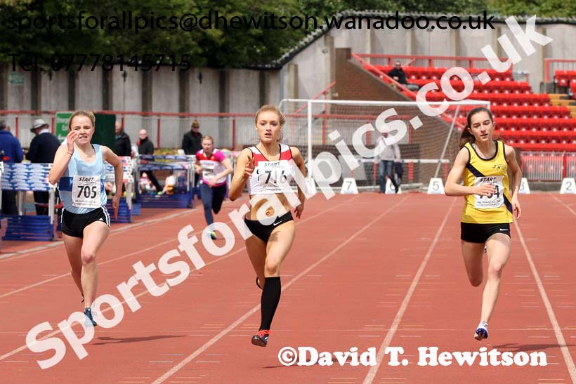 Womens under-20s 200 metres, North Eastern Champs, Gateshead Stadium. Photo: David T. Hewitson/Sports for All Pics
