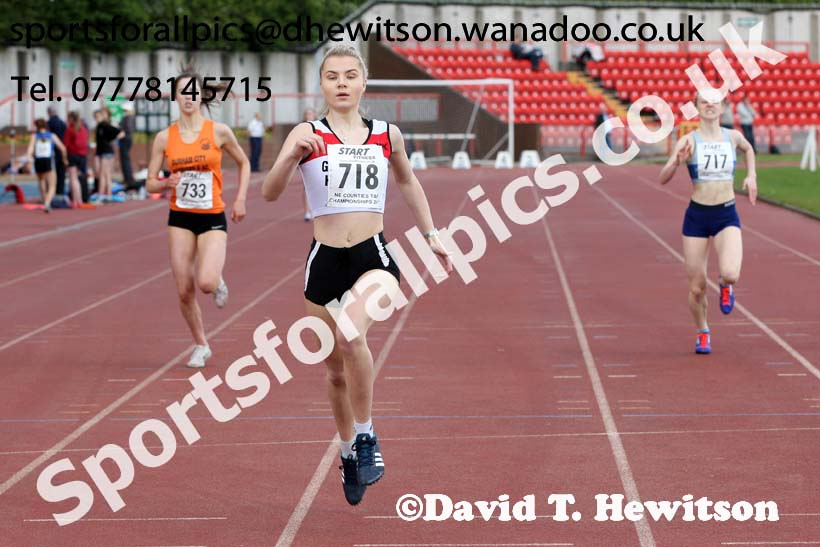Womens under-20s 400 metres, North Eastern Champs, Gateshead Stadium. Photo: David T. Hewitson/Sports for All Pics