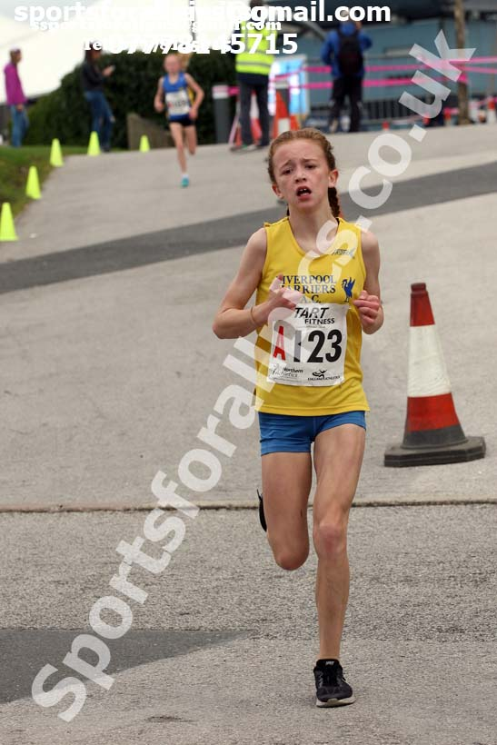 Girls under-13s 3 stage relay, Northern Senior 6 and 4 and Junior Stage Road Relays, SportsCity, Manchester. Photo:  David T. Hewitson/Sports for All Pics