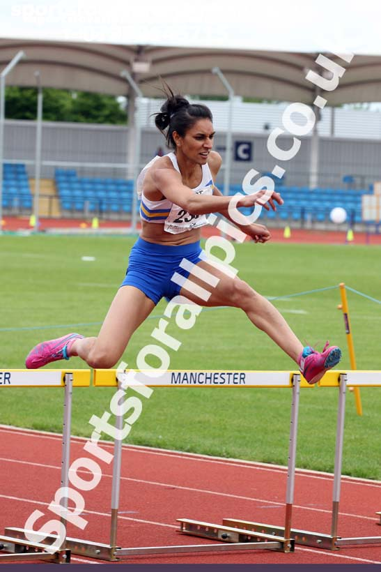 Senior womens 400 metres hurdles, Northern Senior and Under-20s Champs., SportsCity, Manchester. Photo: David T. Hewitson/Sports for All Pics