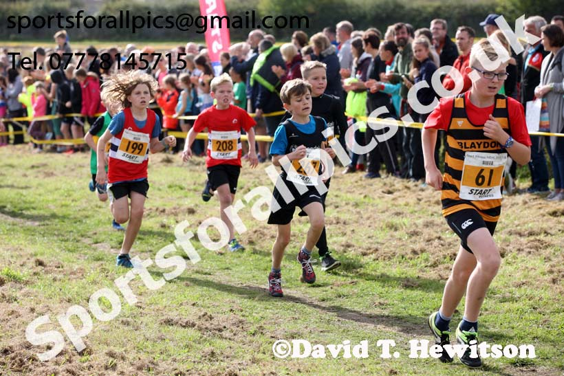 Boys under-11s Start Fitness North Eastern Harriers League, Wrekenton, Gateshead. Photo:  David T. Hewitson/Sports for All Pics