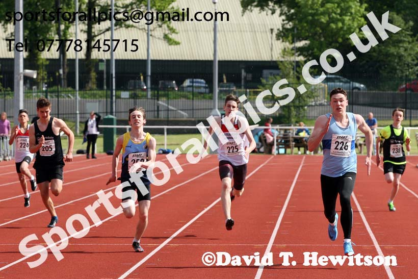 Boys under-15s 200 metres, North Eastern Track and Fields Champs., Middlesbrough. Photo: David T. Hewitson/Sports for All Pics
