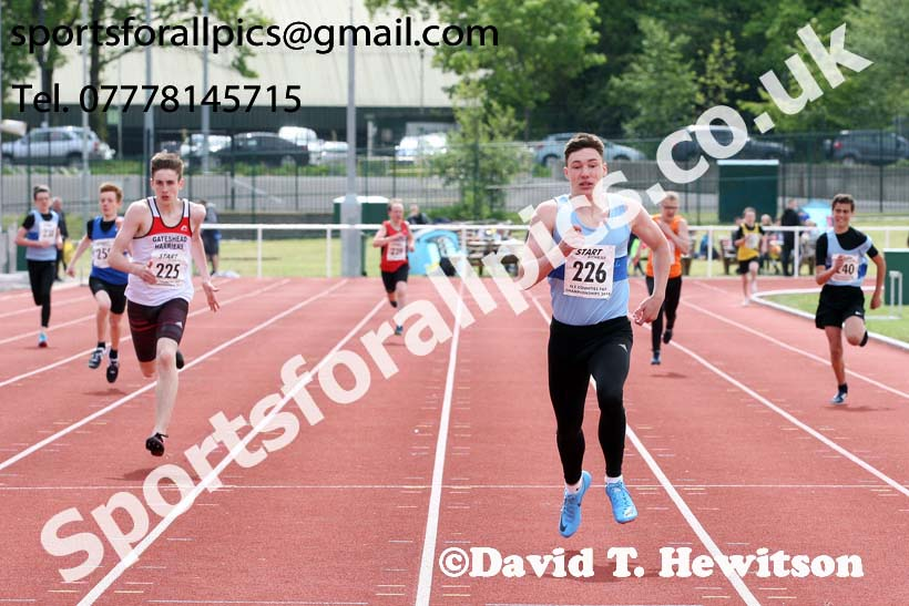 Boys under-15s 300 metres, North Eastern Track and Fields Champs., Middlesbrough. Photo: David T. Hewitson/Sports for All Pics