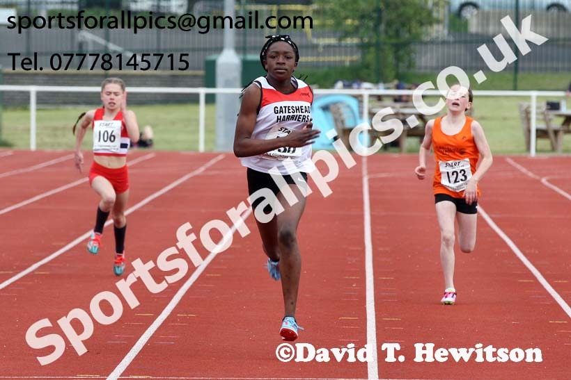 Girls under-13s 200 metres, North Eastern Track and Fields Champs., Middlesbrough. Photo: David T. Hewitson/Sports for All Pics