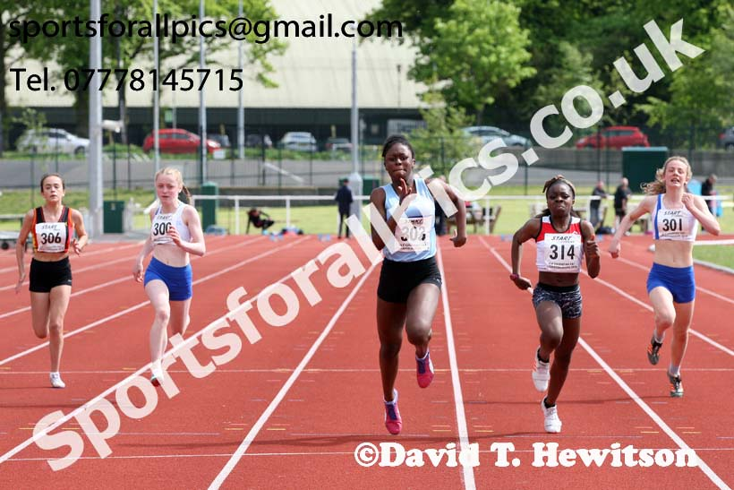 Girls under-15s 100 metres, North Eastern Track and Fields Champs., Middlesbrough. Photo: David T. Hewitson/Sports for All Pics