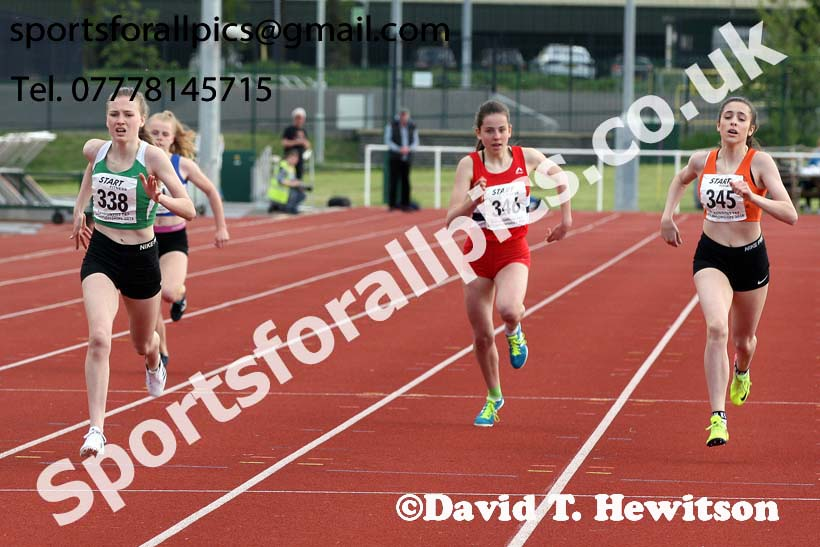 Girls under-15s 300 metres, North Eastern Track and Fields Champs., Middlesbrough. Photo: David T. Hewitson/Sports for All Pics