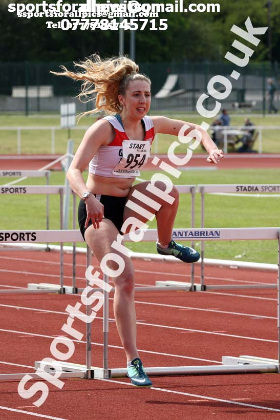 Senior womens hurdles, North Eastern Track and Fields Champs., Middlesbrough. Photo: David T. Hewitson/Sports for All Pics