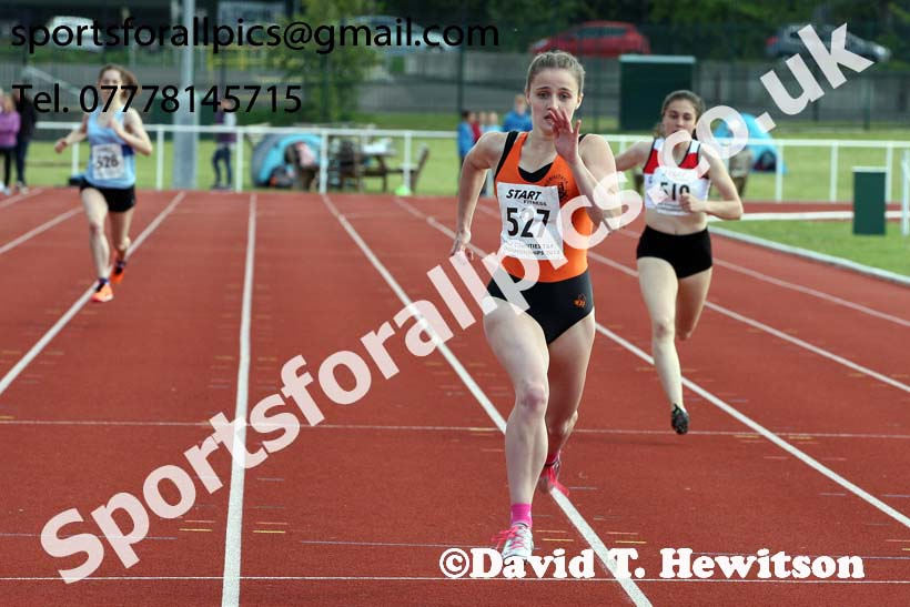 Womens under-17s 300 metres, North Eastern Track and Fields Champs., Middlesbrough. Photo: David T. Hewitson/Sports for All Pics