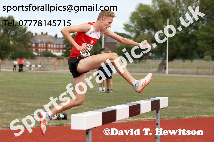 Mens under-17s 1500 metres steeplechase, 2018 Northern Under-17s/U-15s/U-13s Champs., Wavertree Athletics Centre, Liverpool. Photo: David T. Hewitson/Sports for All Pics